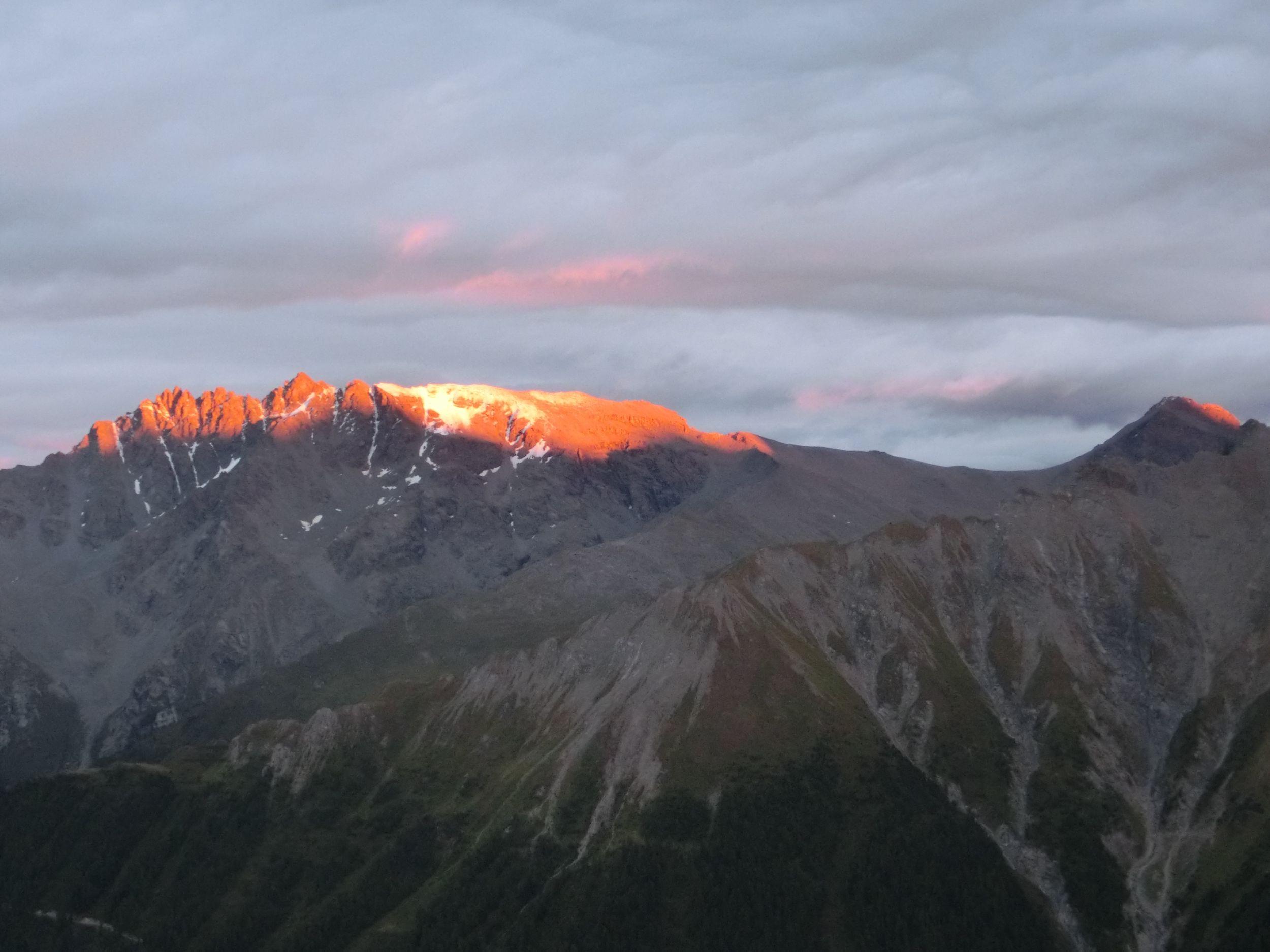 Pastaparty mit Briefing für den nächsten Tag auf dem Berg (Alp Trider Sattel 2488m)